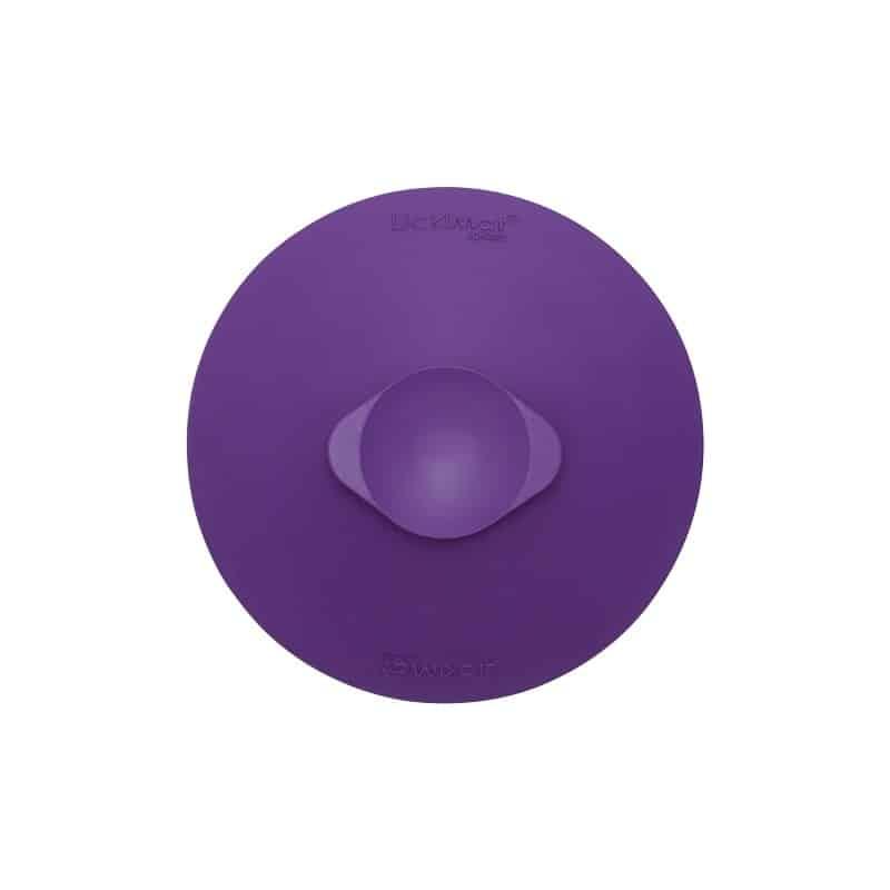 LickiMat Splash in violett. Ansicht von unten mit Saugnapf.